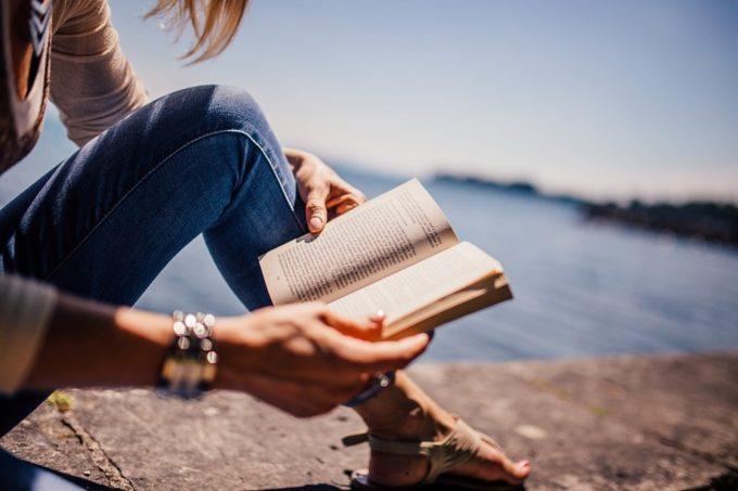 働き方に関する情報を本で学ぶべき理由